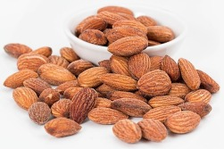 almonds-1768792_640 (1)